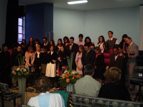 Cleber orando pelos jovens