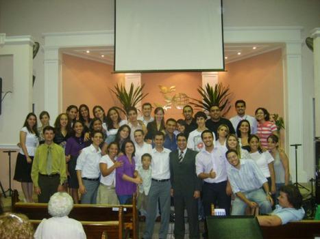 Pastor Helbert e os jovens da igreja Adventista de Cidade Dutra